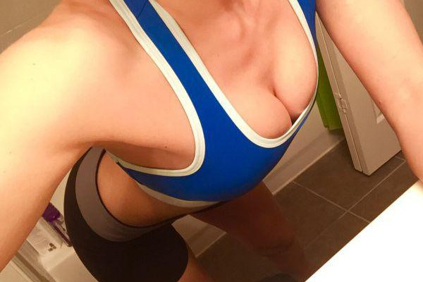 e596a6cfb29c6 20 Sports Bra Selfies To Give You That Extra Gymspiration Boost ...