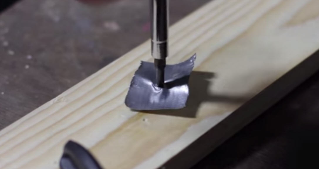 Five Hacks To Remove Stripped Screws [VIDEO] :: FOOYOH