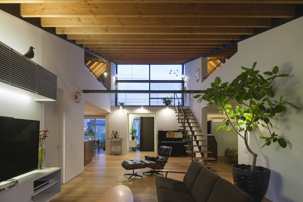 Glass Roof House modern residence with hipped glass roofnaoi architects
