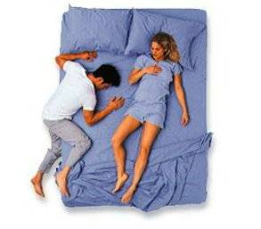 couples_sleeping_positions_10.jpg