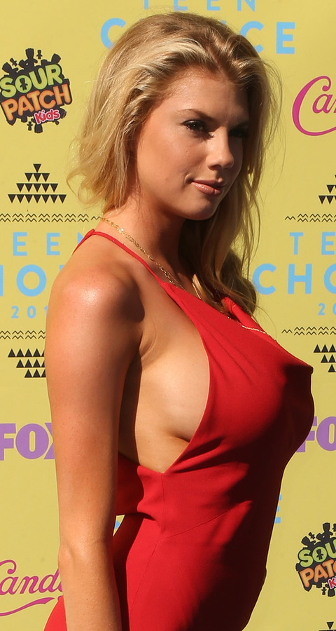 gallery_main_Charlotte_McKinney_Teen_Choice_Sideboob_01.jpg