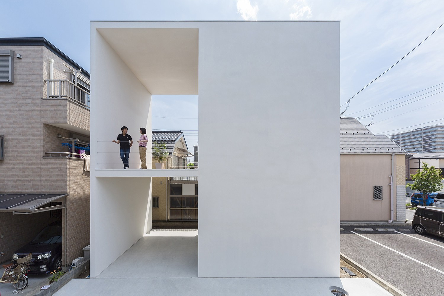 little_house_with_a_big_terrace_by_takuro_yamamoto_1.jpg