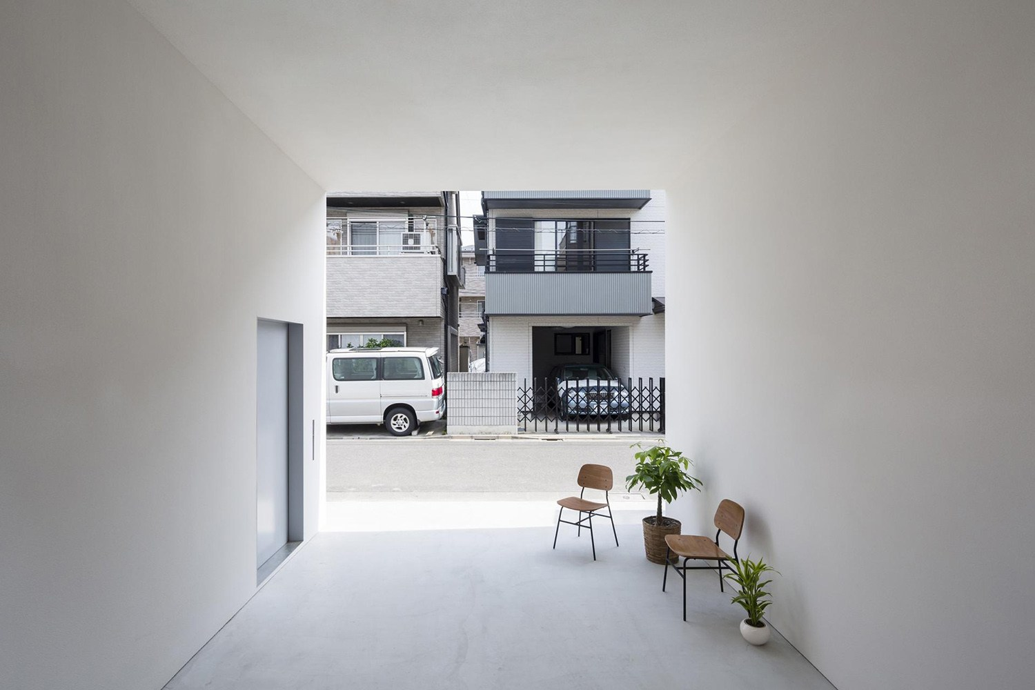 little_house_with_a_big_terrace_by_takuro_yamamoto_3.jpg